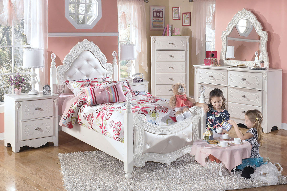 Child's Bedroom Furniture Set